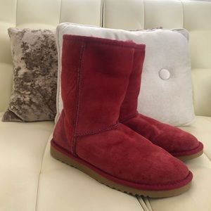 Red Ugg's size 6